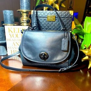 Coach Swagger Handbag in 3 kinds of Black leather
